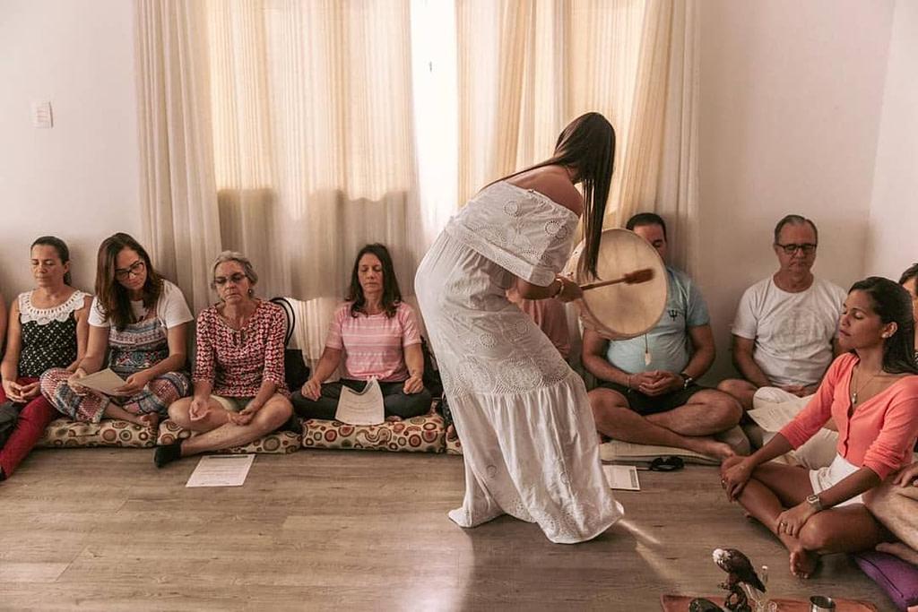 ritual de cura. foto de divulgação  do Atelier da Alma.